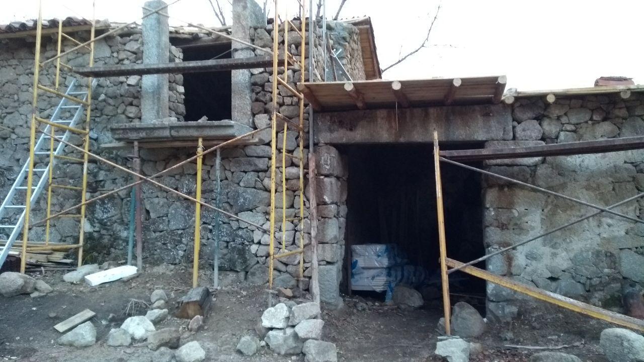 Der Aufbau der Gebäude schreitet fort